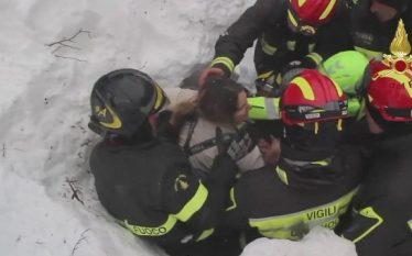 Momenti i nxjerrjes së tetë personave të ngujuar nga orteku…