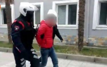 Vlorë, 23-vjeçari nga Fieri tenton të 'ndalë' shpejtësinë me 20…
