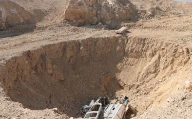Varri masiv 400 metra i thellë ku janë hedhur mbi…