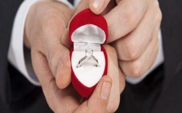 Meshkujt inteligjentë janë më të prirë të martohen