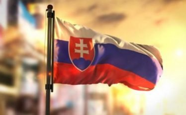 Sllovakët me peticion kundër serbëve