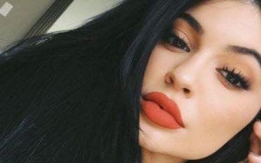 Oops! Kopja bombastike e Kylie Jenner bëhet viktimë e bikinive,…