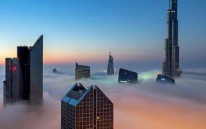Foto mahnitëse të ndërtesave të Dubai të zhytura në re…
