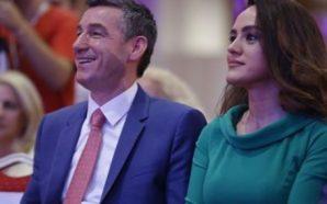 Violeta Veseli shkëlqen me dukjen krah bashkëshortit të saj