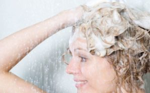Çfarë po përdorin yjet në vend të shamponit të flokëve?