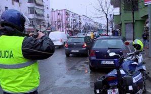 Aksident në Tiranë, përplasen tre makina (Foto)