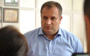 Shpend Ahmeti kapet duke e shikuar live Arban Abrashin