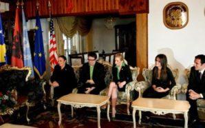 Websajti i Vetëvendosjes ofendon rëndë Ibrahim Rugovën dhe bashkëshorten e…