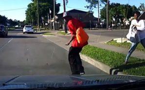 Po grindeshin në rrugë, gruaja e shtyn burrin në rrugë…
