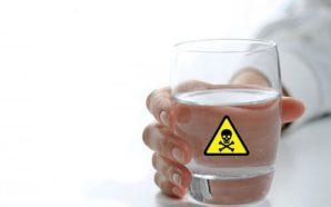 Zvogëloni pirjen e ujit mineral: Më shumë dëm se sa…