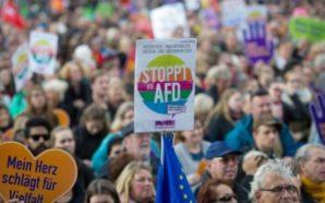Mijëra persona protestojnë kundër debutimit të AfD-së në Parlamentin e…