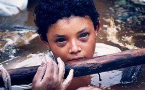 Shikimi i kësaj vajze tronditi botën, fotografi i kësaj fotografie…