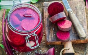 Si përgatitet turshi panxhari i kuq: Sallata më e shëndetshme…