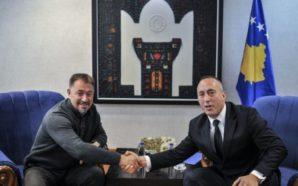 Sami Lushtaku i futet në zyrë Ramush Haradinajt, ia lë…