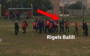 Sherr gjatë ndeshjes së futbollit në Delvinë, në fushë futet…