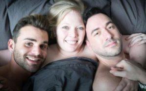 Gruaja e cila fle me të dashurin dhe bashkëshortin në…