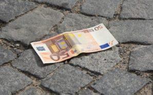 Çdo herë që shihni para në rrugë, uluni dhe merrini!…