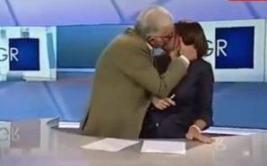Duhet të të puth patjetër! Mysafiri nuk përmbahet ia ngjet…