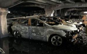 Shkrumbohen 1,400 vetura në ndërtesën e parkingjeve që u përfshi…