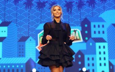 Marina Vjollca shfaqet tërheqëse me fustanin e shkurtër